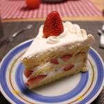 スポンジフワフワのショートケーキ